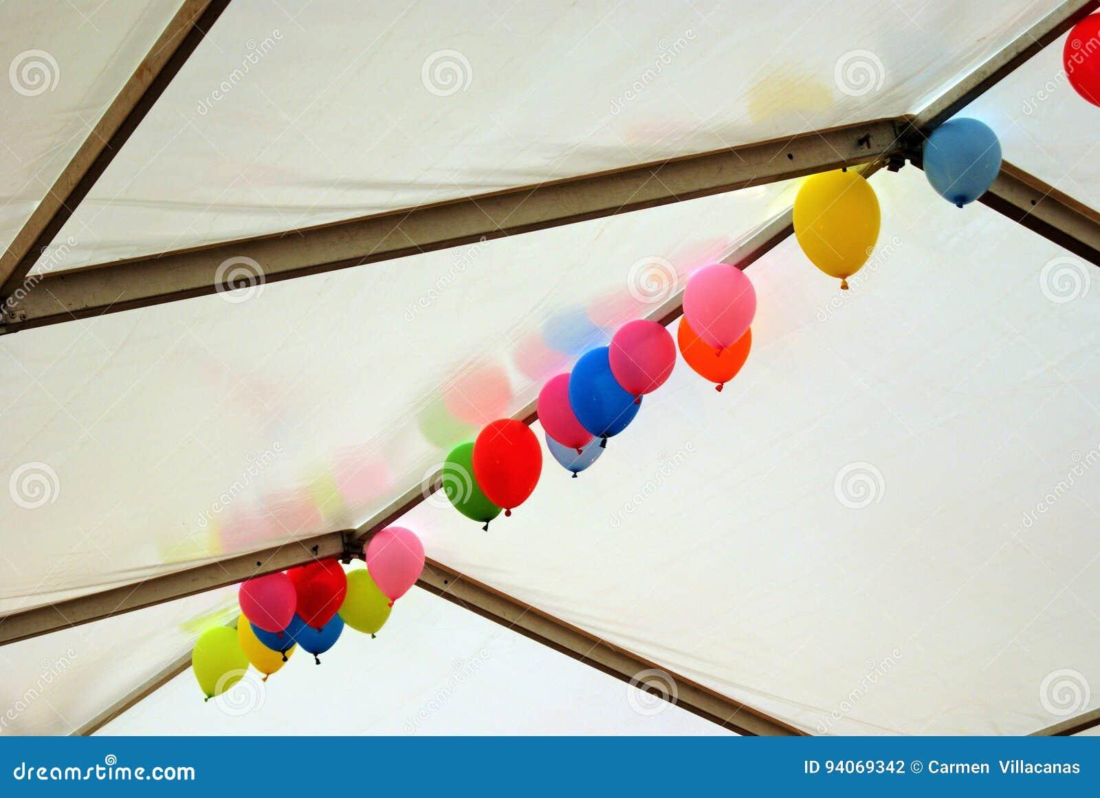 Coloured Ballons unosić się