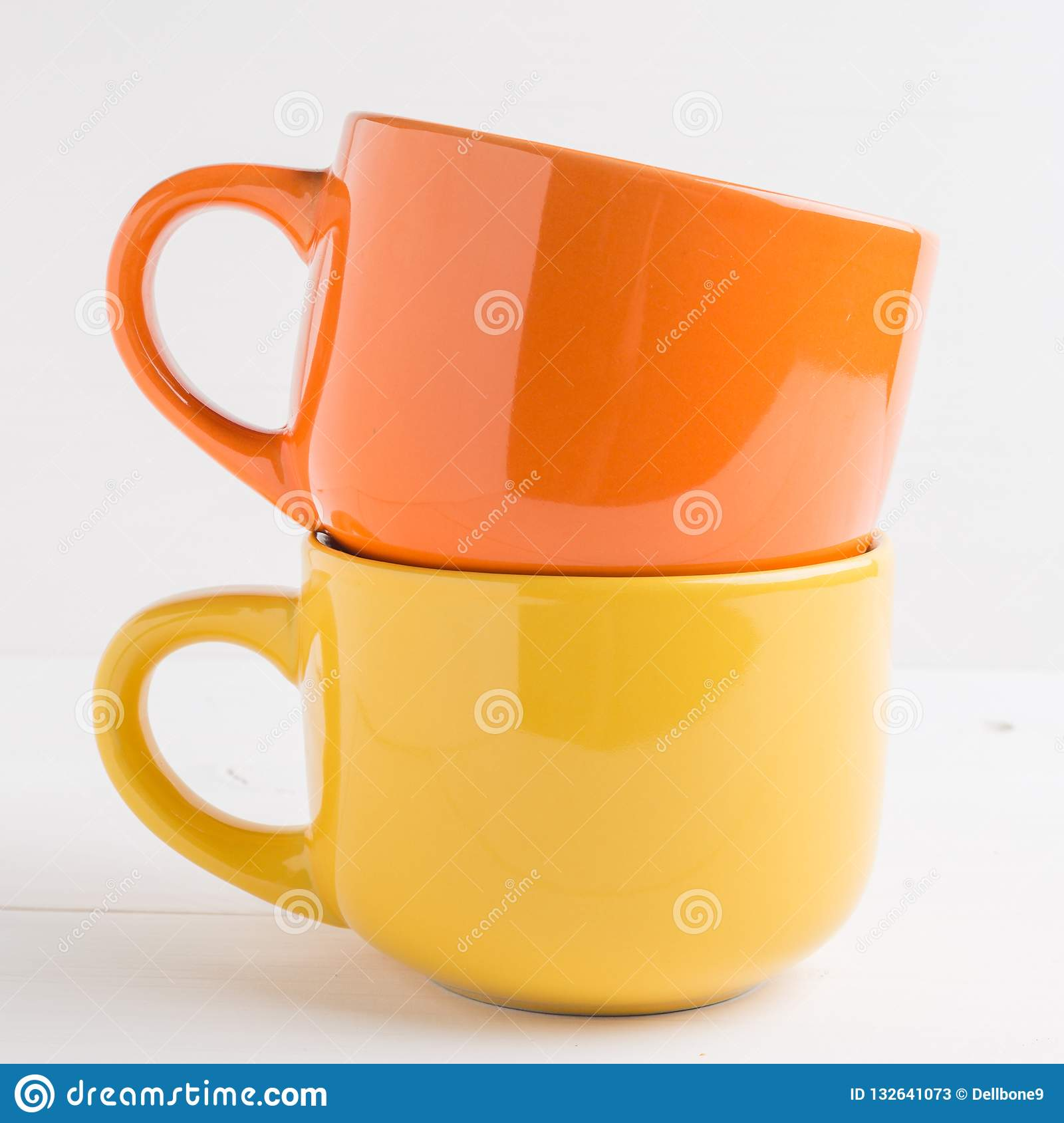 Coloured a empil? des tasses