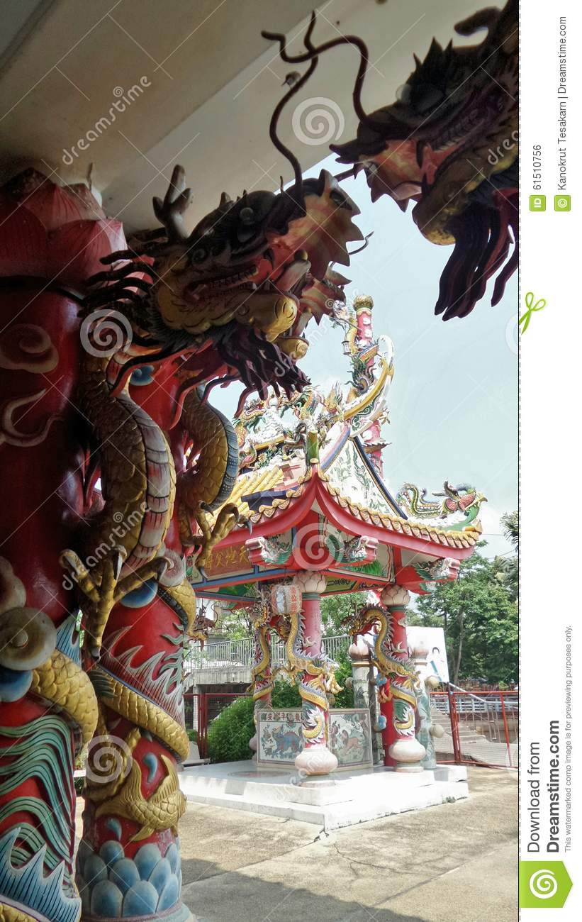 Colourful dragon sculpture and Chinese architecture in the shrine