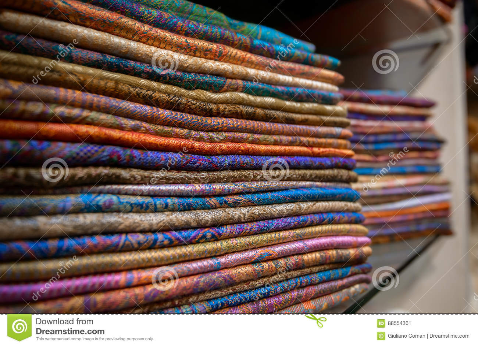 Colourful jedwabniczy szaliki