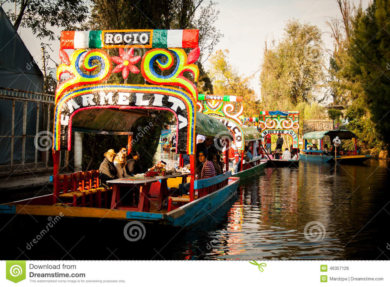 Colourful mexican gondolas at xochimilco 39 s floating for Jardin xochimilco