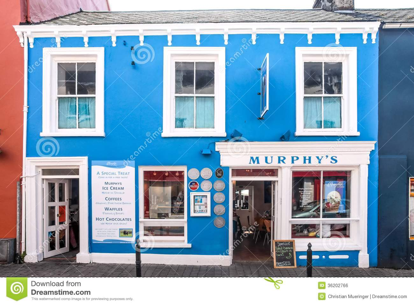 Colourful pub w Dingle