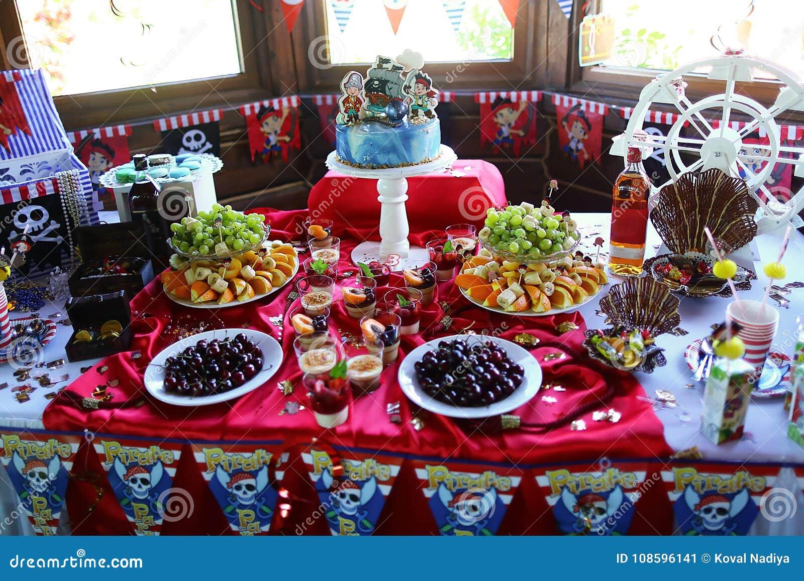 Buffet Di Dolci Per Bambini : Colpisca il compleanno nei pirati di stile la torta di compleanno