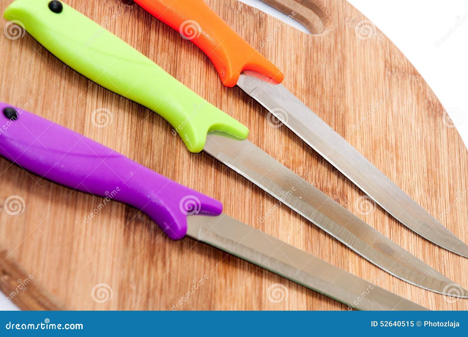 Coltelli Da Cucina Con Le Maniglie Di Plastica Variopinte Su Un ...