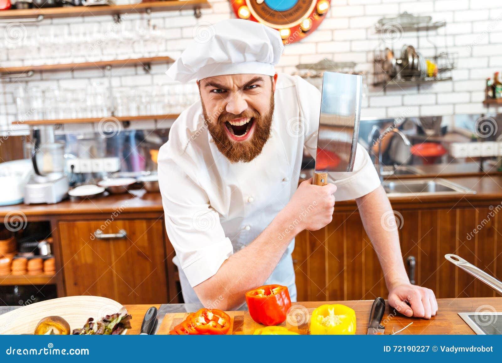 Coltello barbuto arrabbiato e gridare della mannaia di carne della tenuta del cuoco del cuoco unico