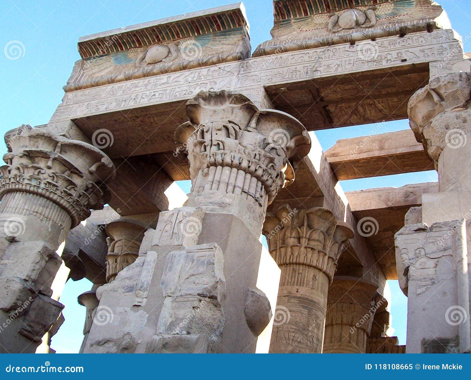 Columnas antiguas, detalle, escultura, tallas