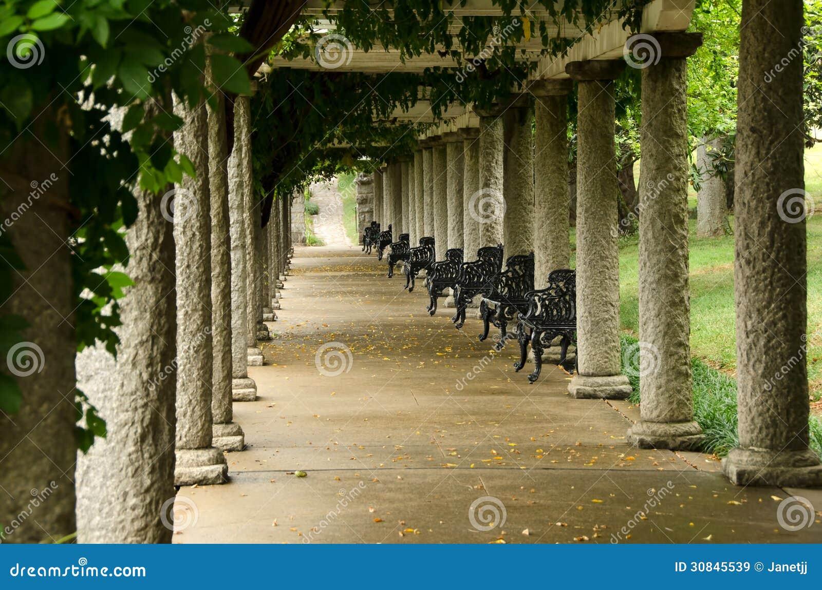 Columnas de la pérgola italiana en los jardines de Maymont