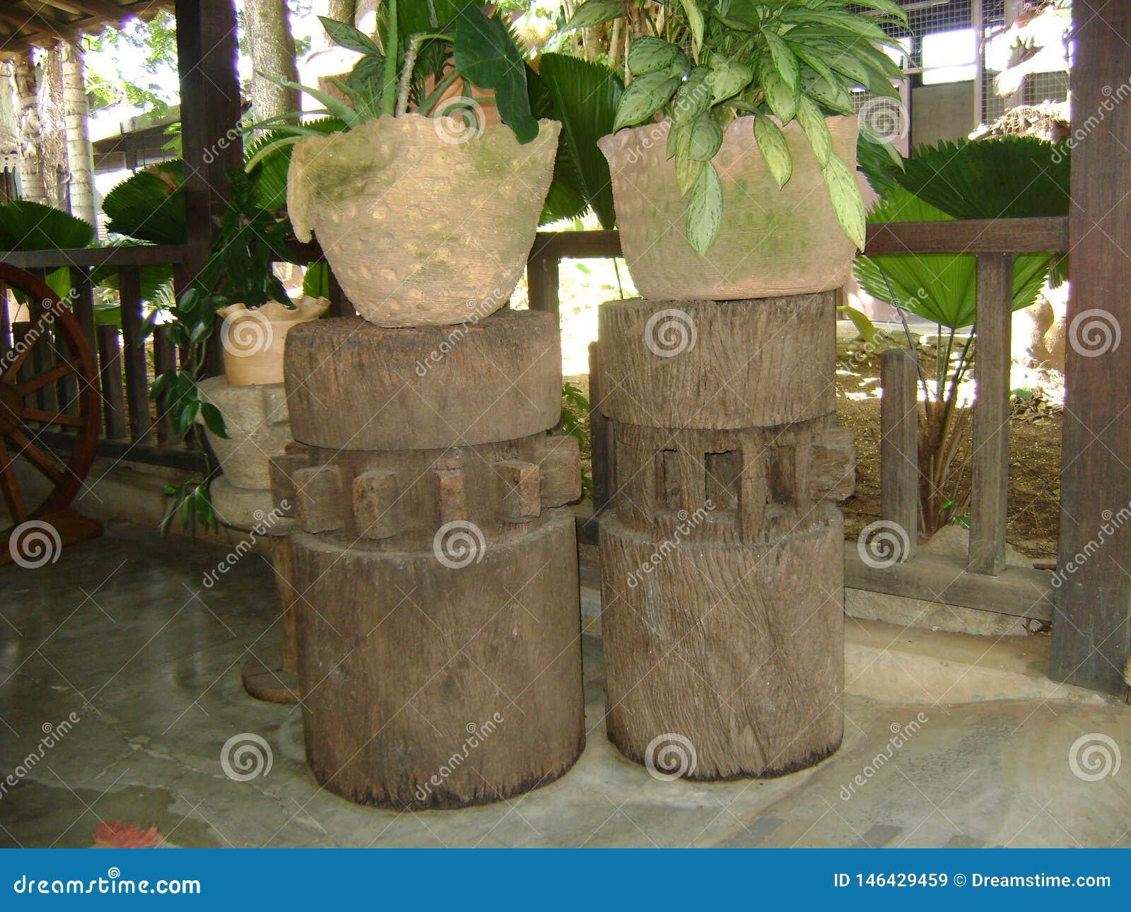 Columnas De Madera Para La Decoración De Cuartos Imagen de ...