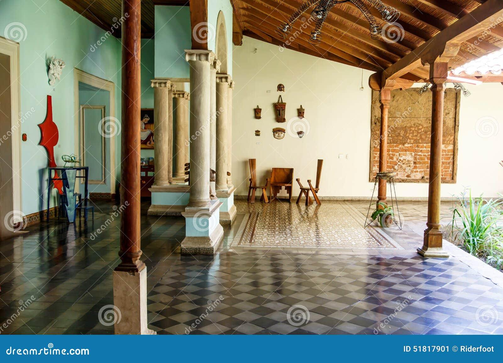 Columnas De Una Terraza Colonial De La Casa Imagen De