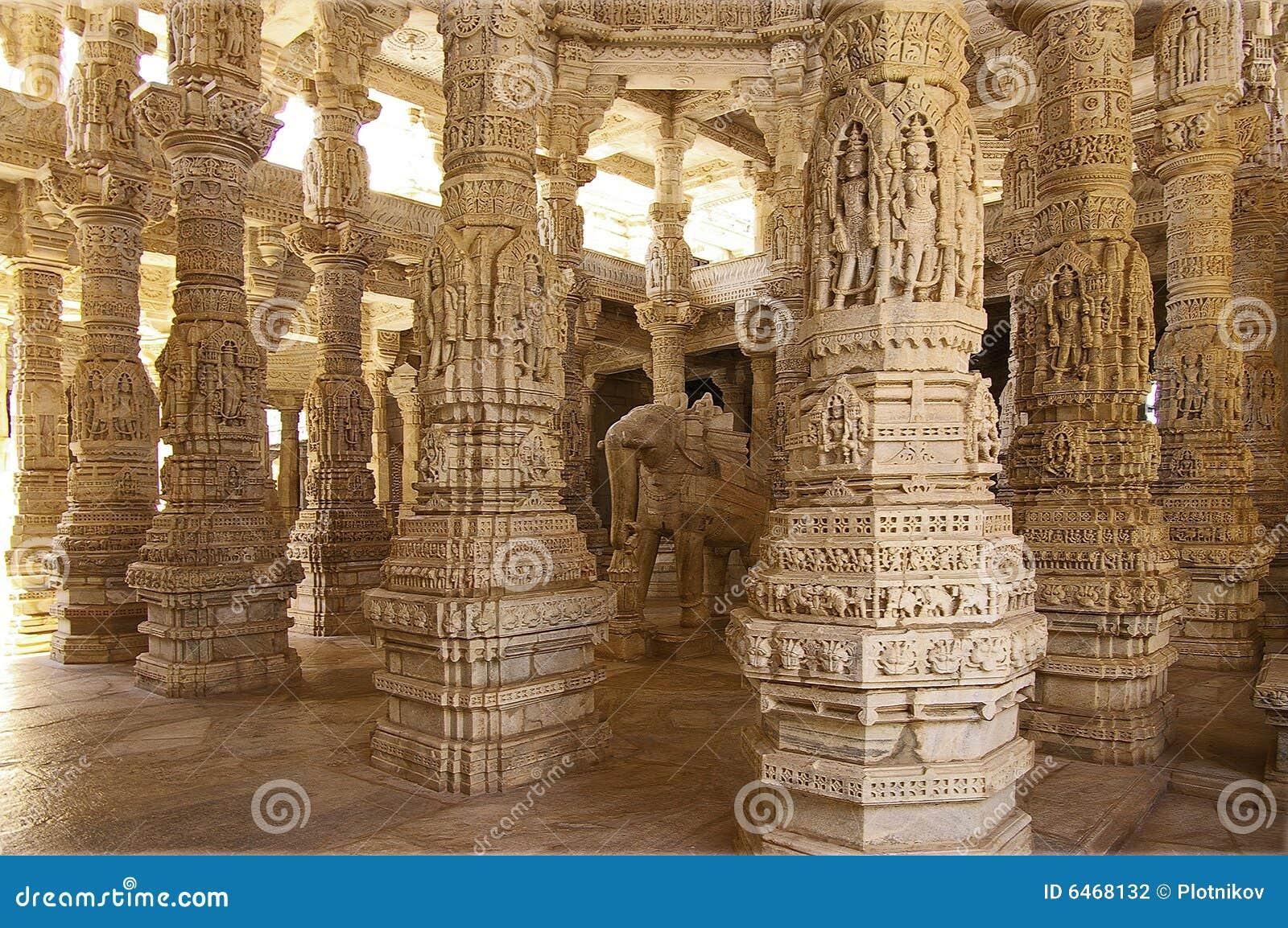Columned Halle eines Jain Tempels in Ranakpur, Indien