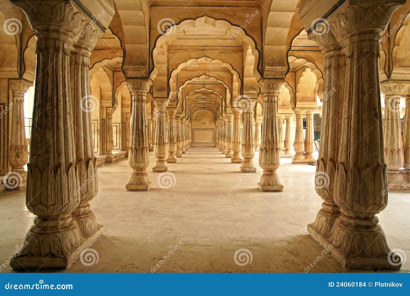 Columned zaal van Amberfort. Jaipur, India