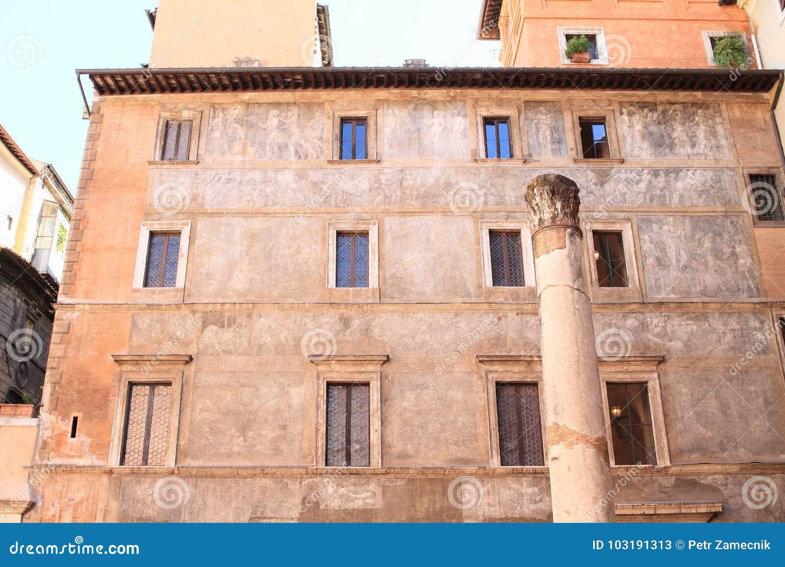 Coluna antiga em Roma