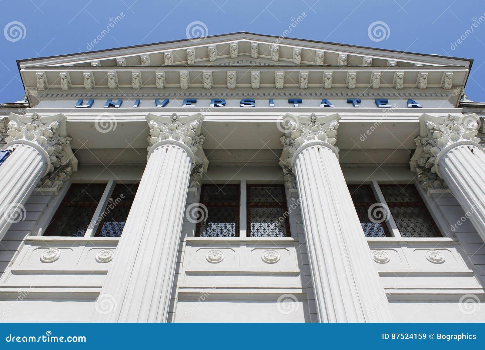 Colunas e arquitetura da universidade do frontão