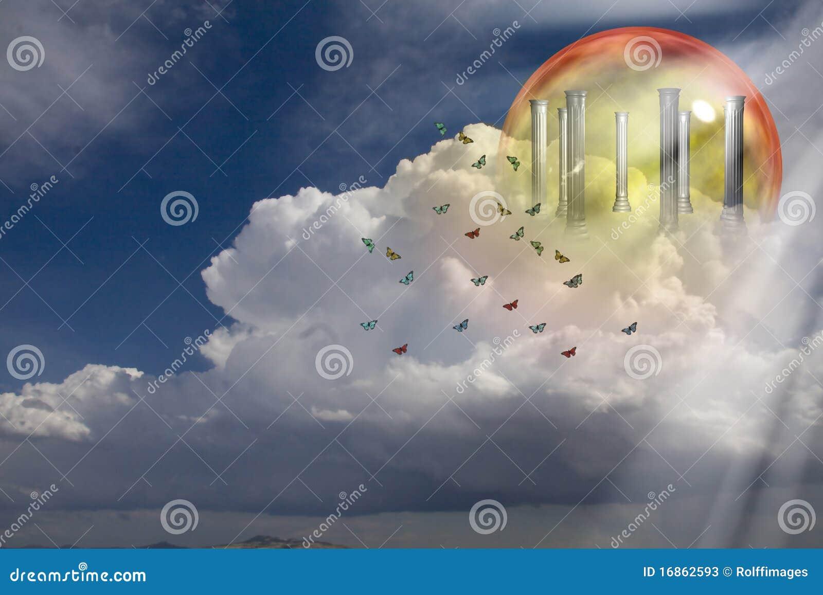 Colunas gregas em nuvens