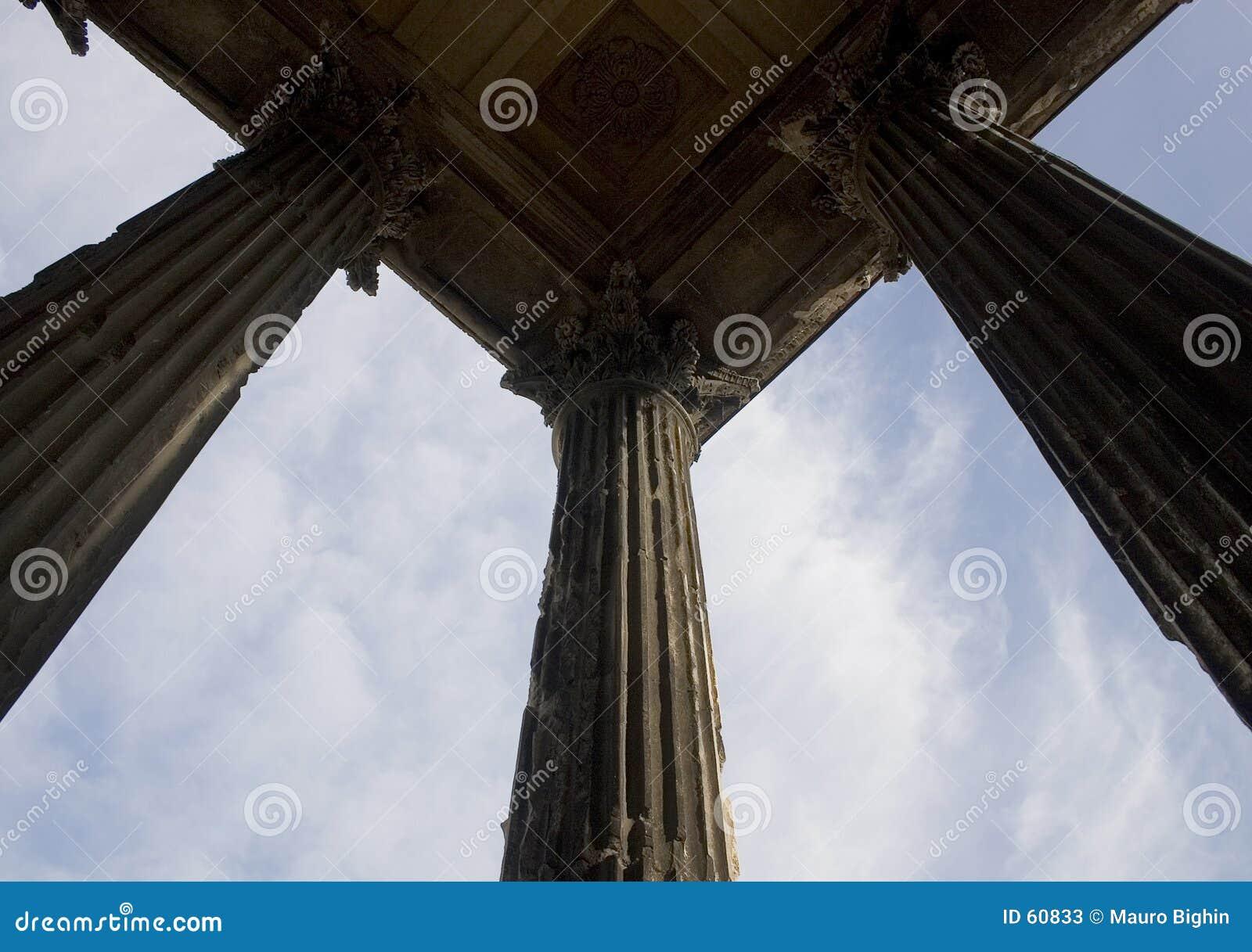 Colunas romanas, a casa quadrada, Nimes, France, Europa