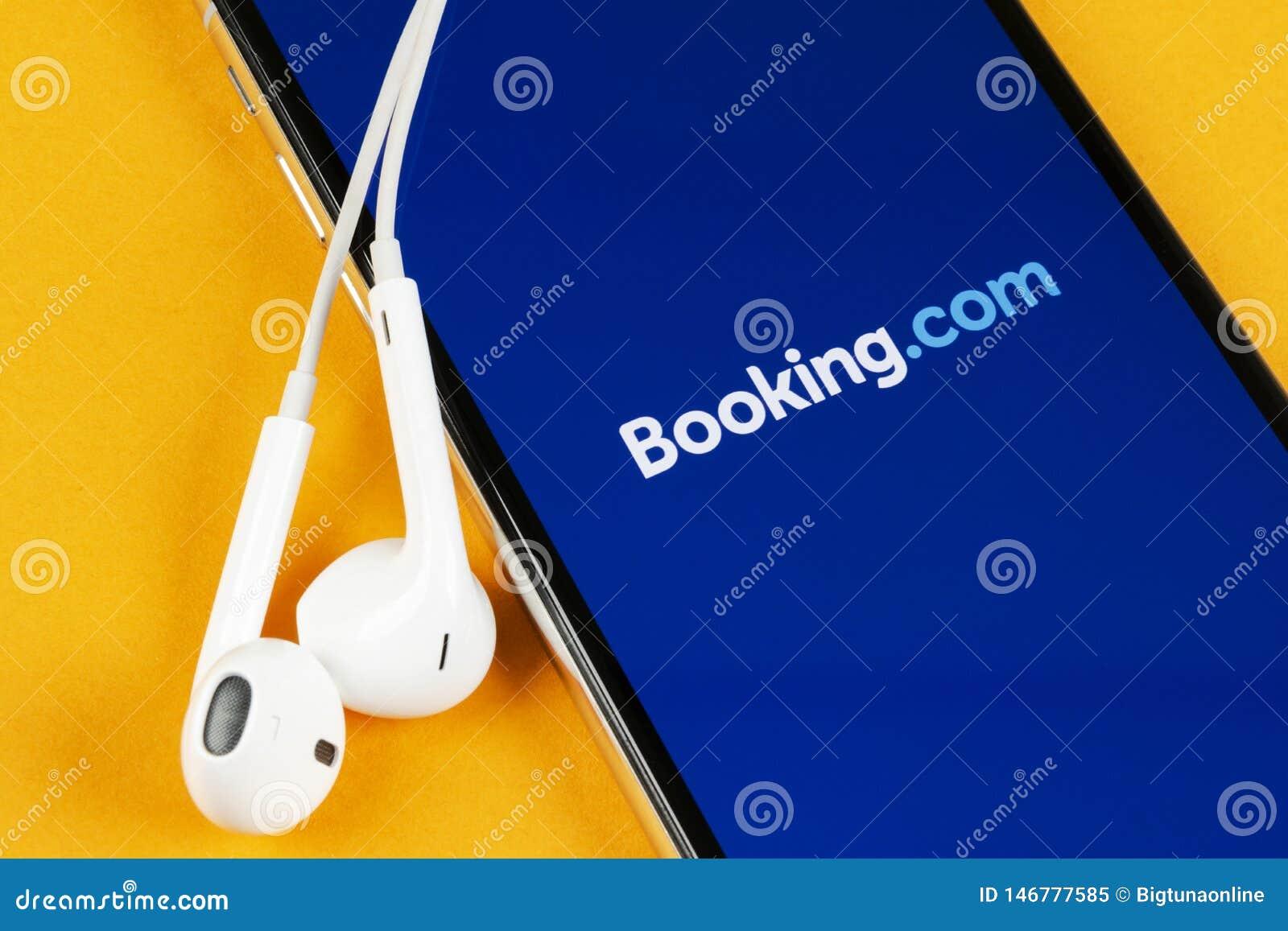 ?? com在苹果计算机iPhone x屏幕特写镜头的应用象 ??app? ?? com 社会媒介应用程序 ??