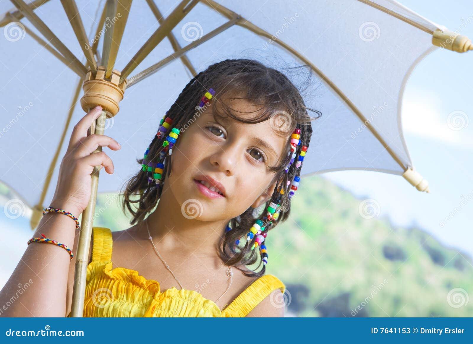 Com guarda-chuva