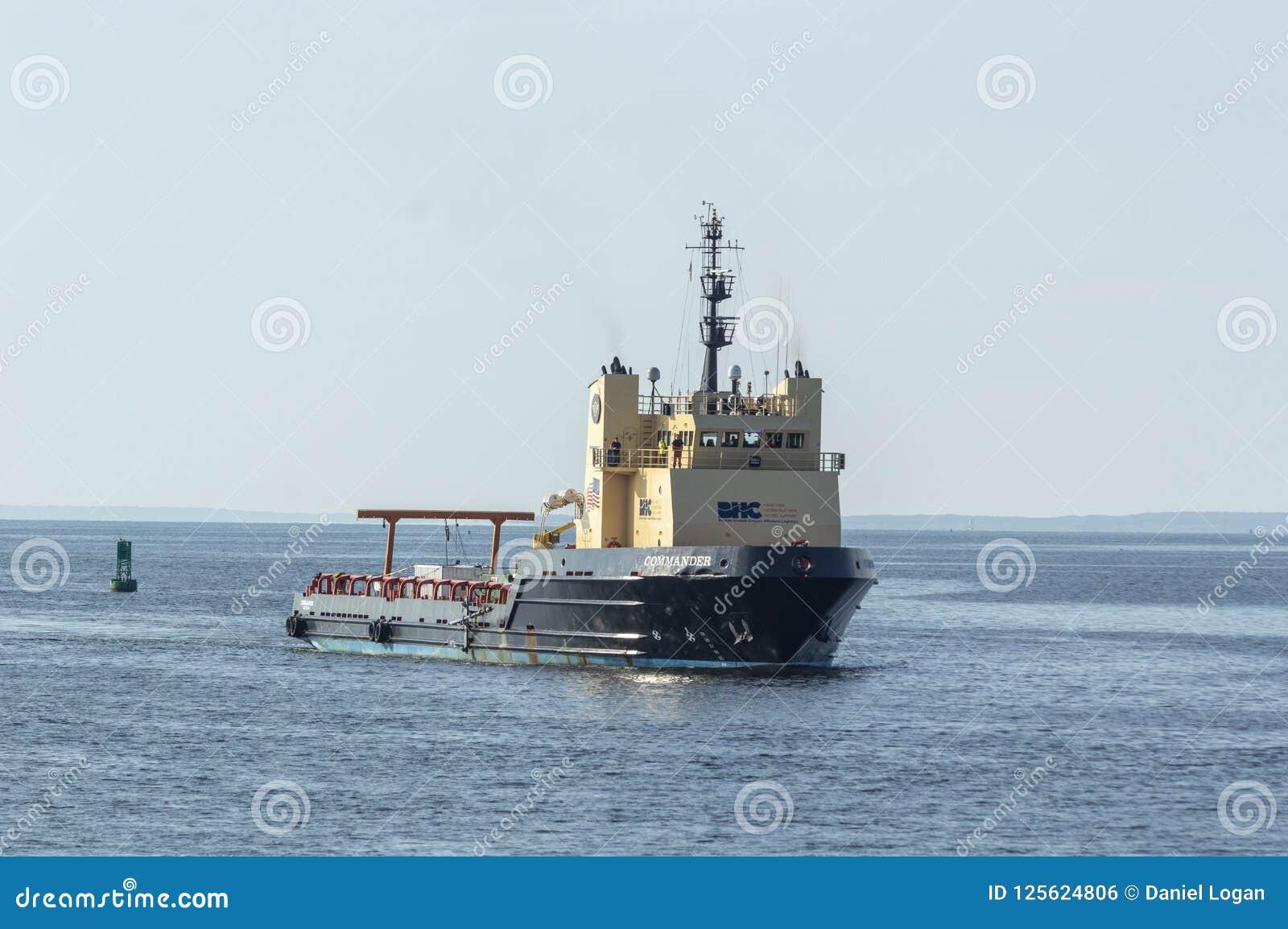 Comandante costero del buque de la fuente que se acerca a New Bedford de los BU