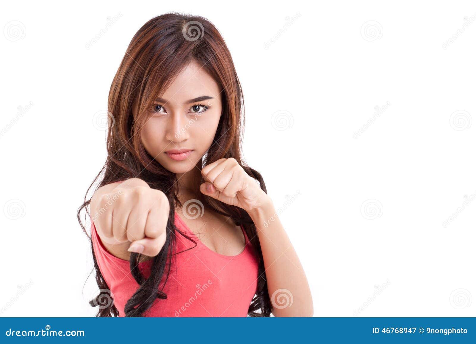 Combattant femelle poinçonnant à vous