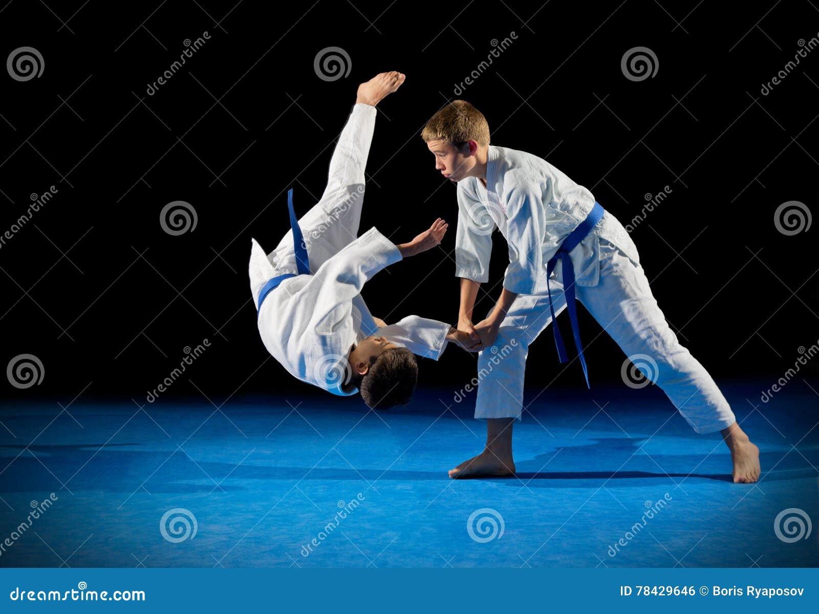 Combattants d arts martiaux d enfants