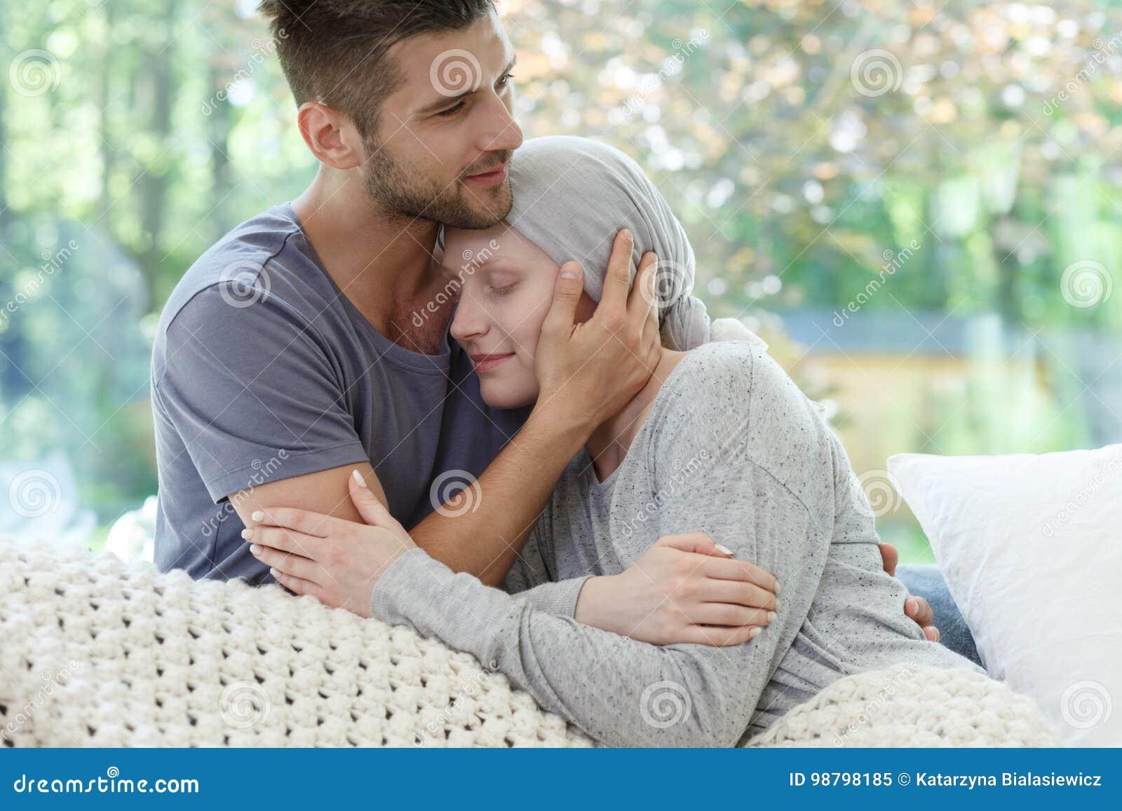 Combattimento di matrimonio con il cancro insieme