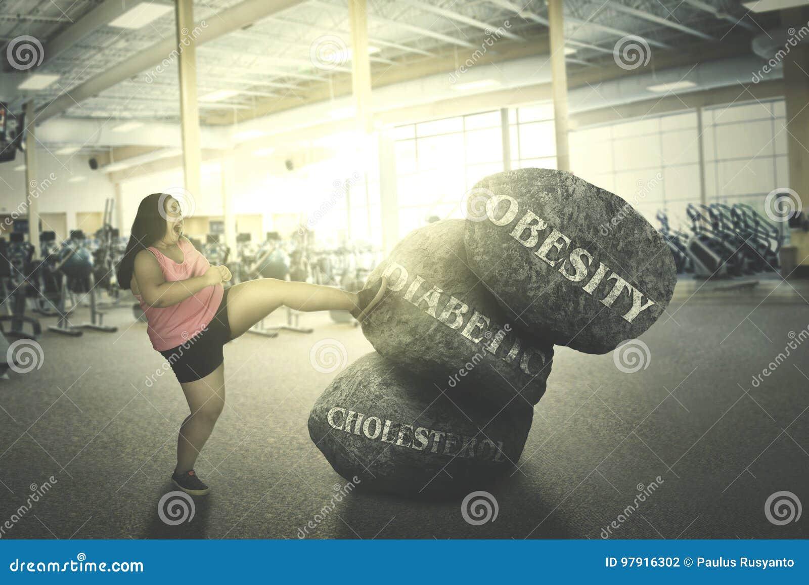 Combattimento grasso della donna con le sue malattie