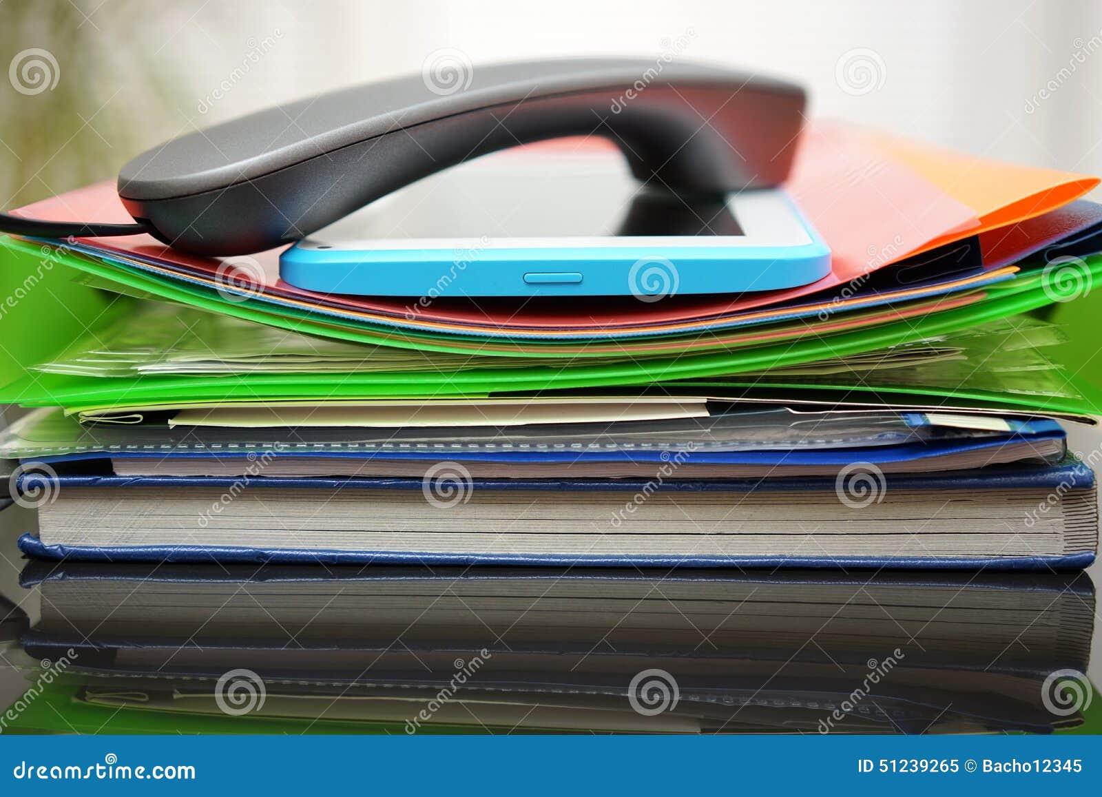 Combiné et tablette sur les dossiers et les dossiers CRNA