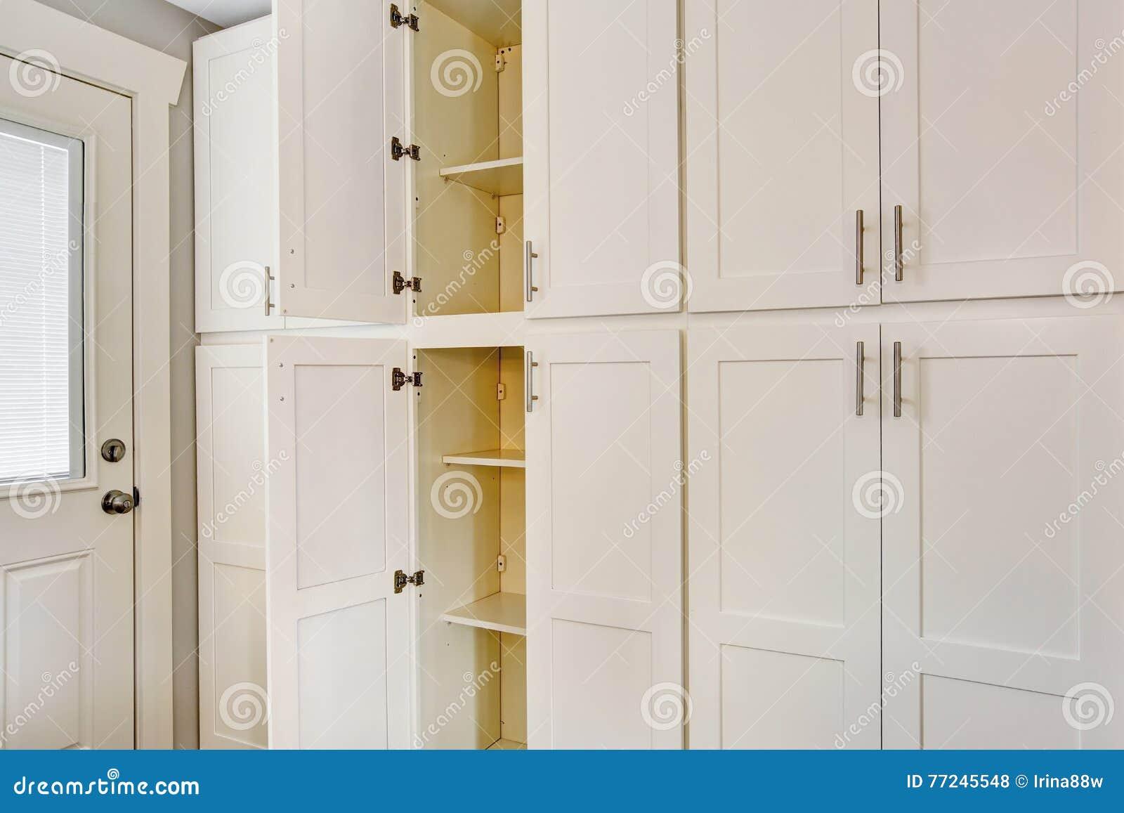 Combinação de madeira grande branca do armazenamento para a sala da cozinha