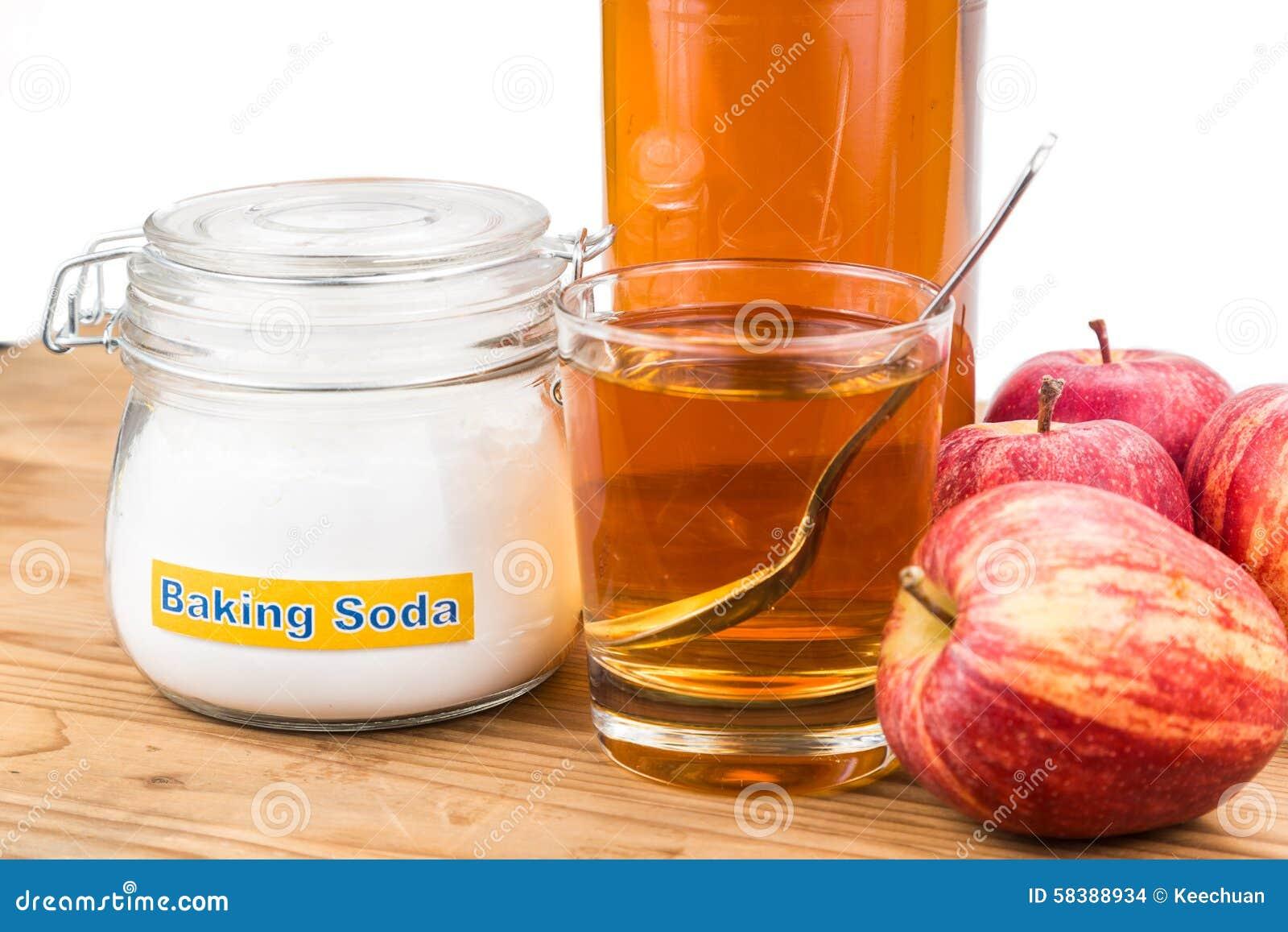 bicarbonato di sodio e aceto di mele