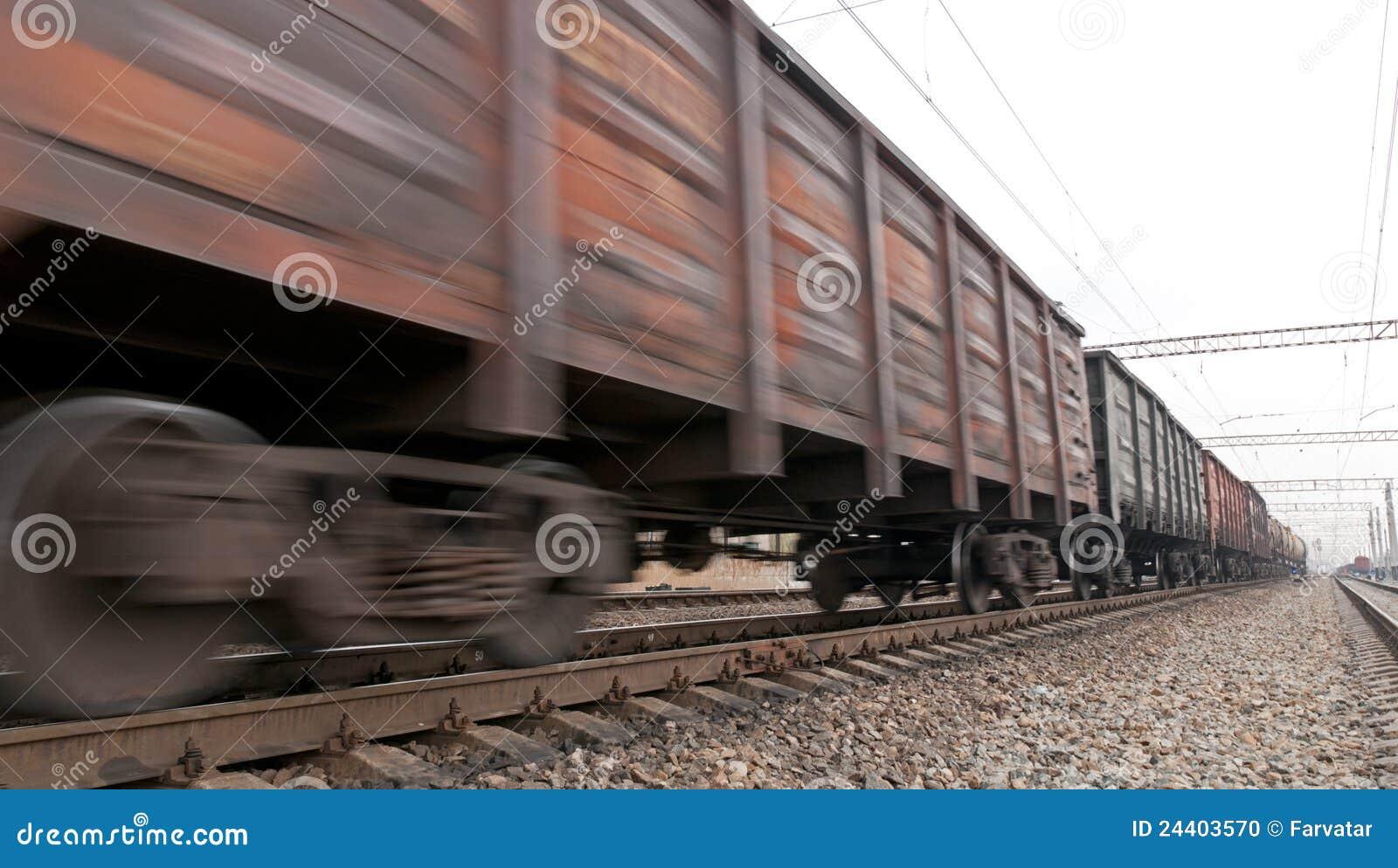 Comboio de carvão no movimento