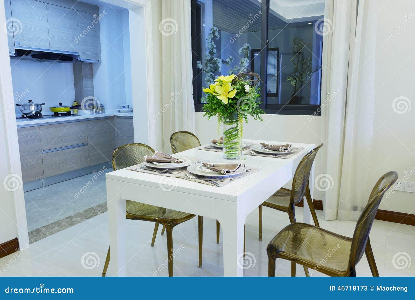 Comedor Al Lado De La Cocina Imagen de archivo - Imagen de napkins ...