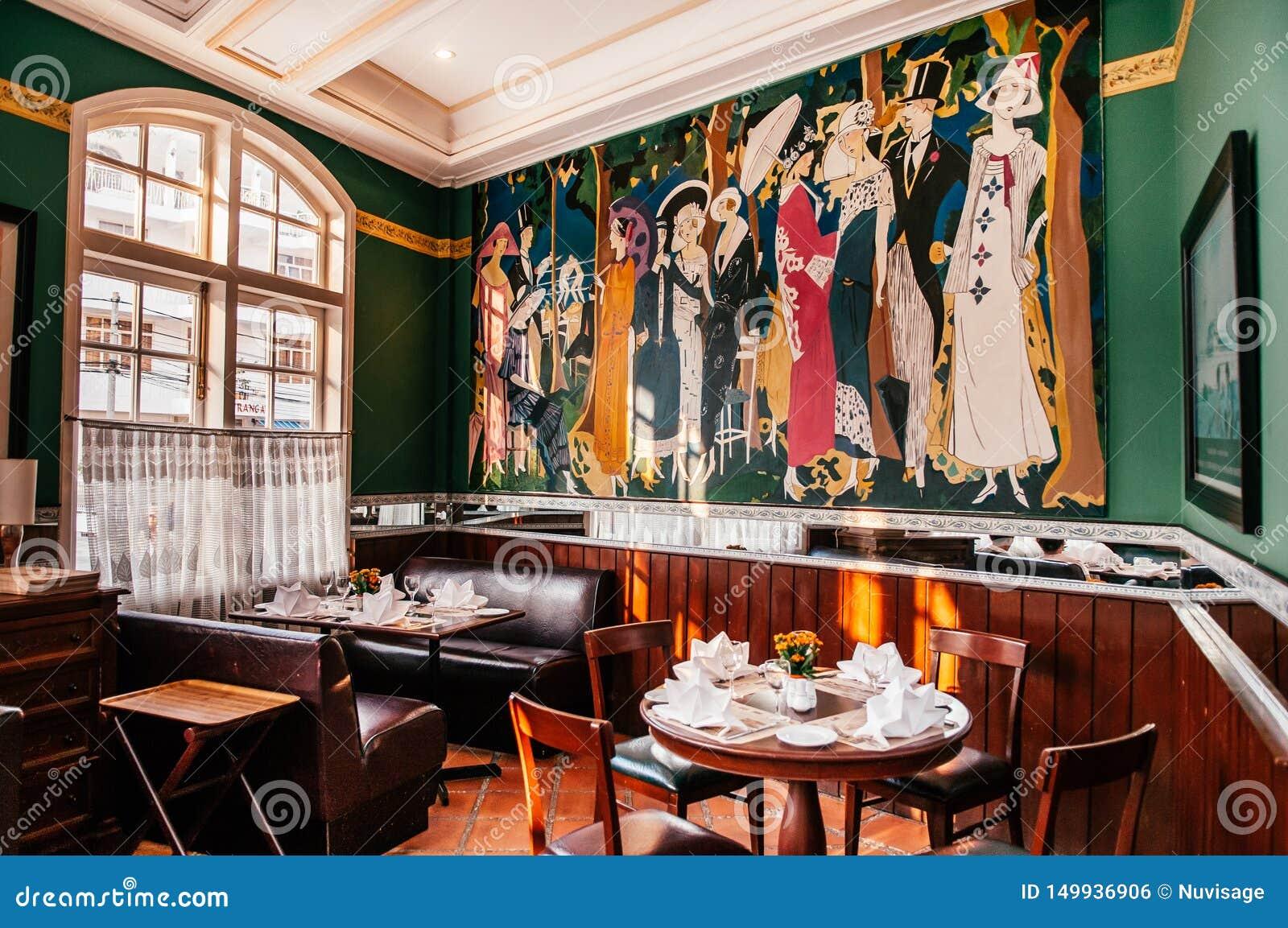 Comedor Colonial Clásico Del Restaurante Del Vintage Con La ...