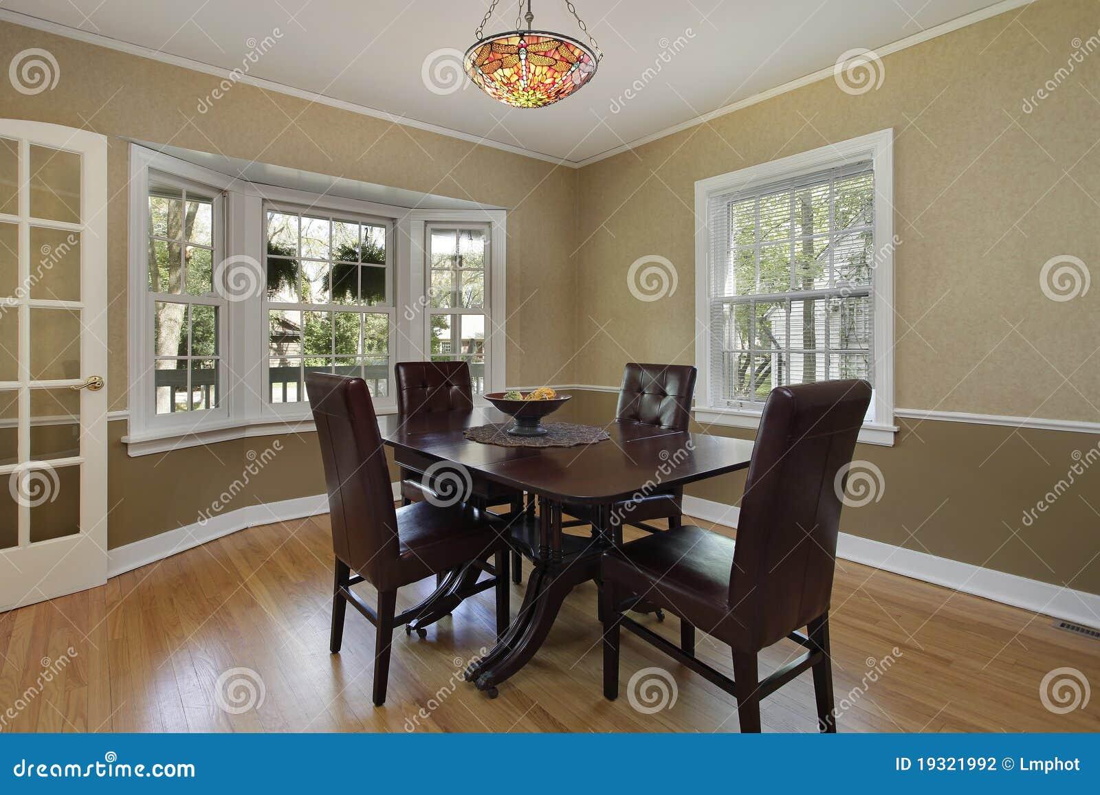 Comedor con la puerta francesa fotograf a de archivo - Puertas de comedor ...