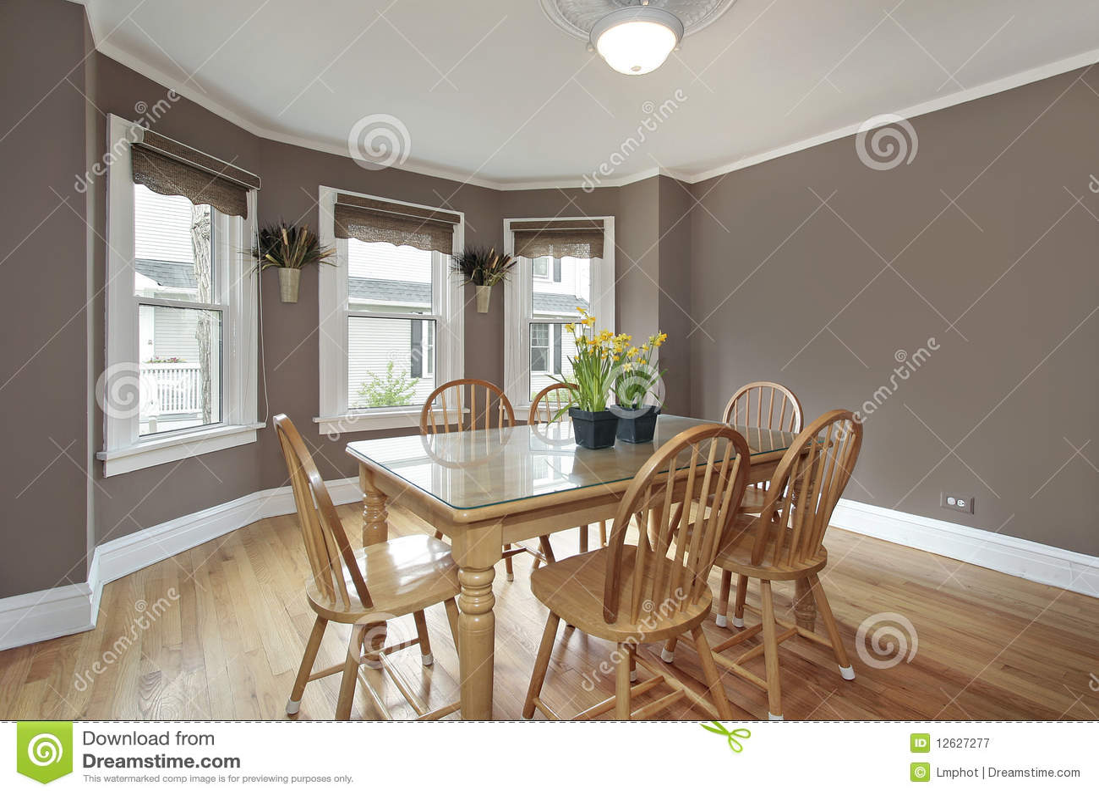 Comedor con las paredes de color de malva imagen de - Color para paredes ...