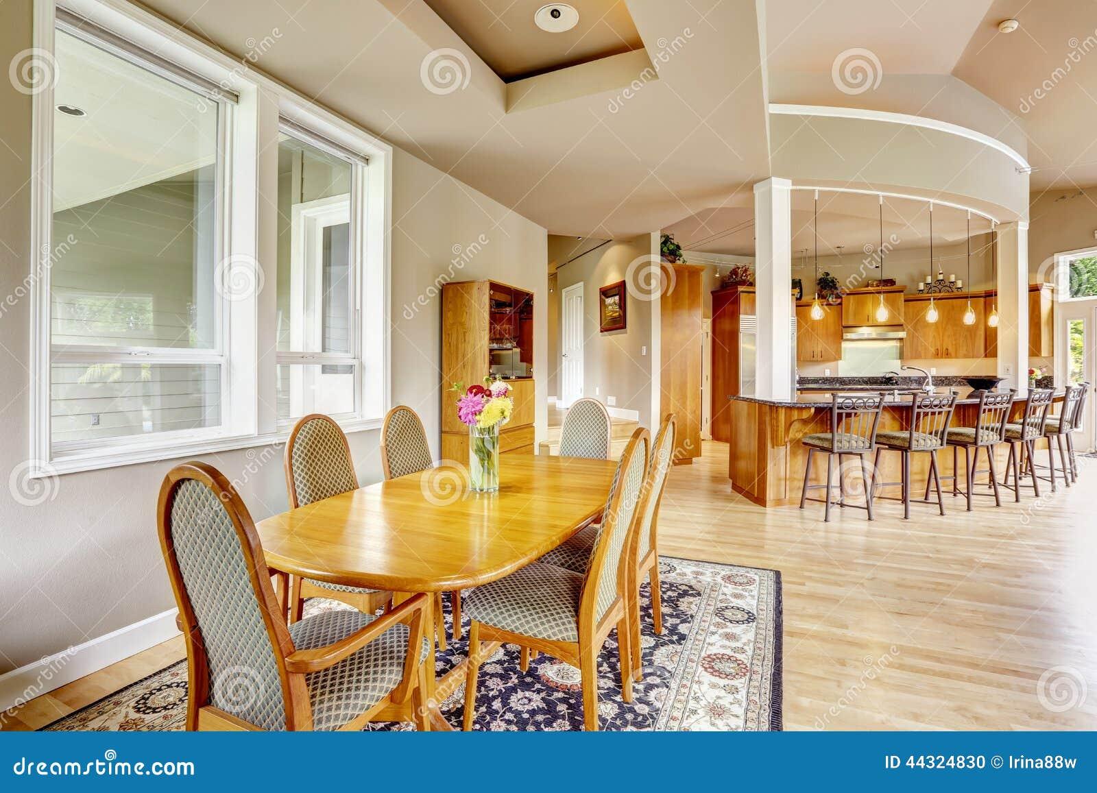 Comedor interior del witn de la cocina en casa de lujo for La cocina en casa