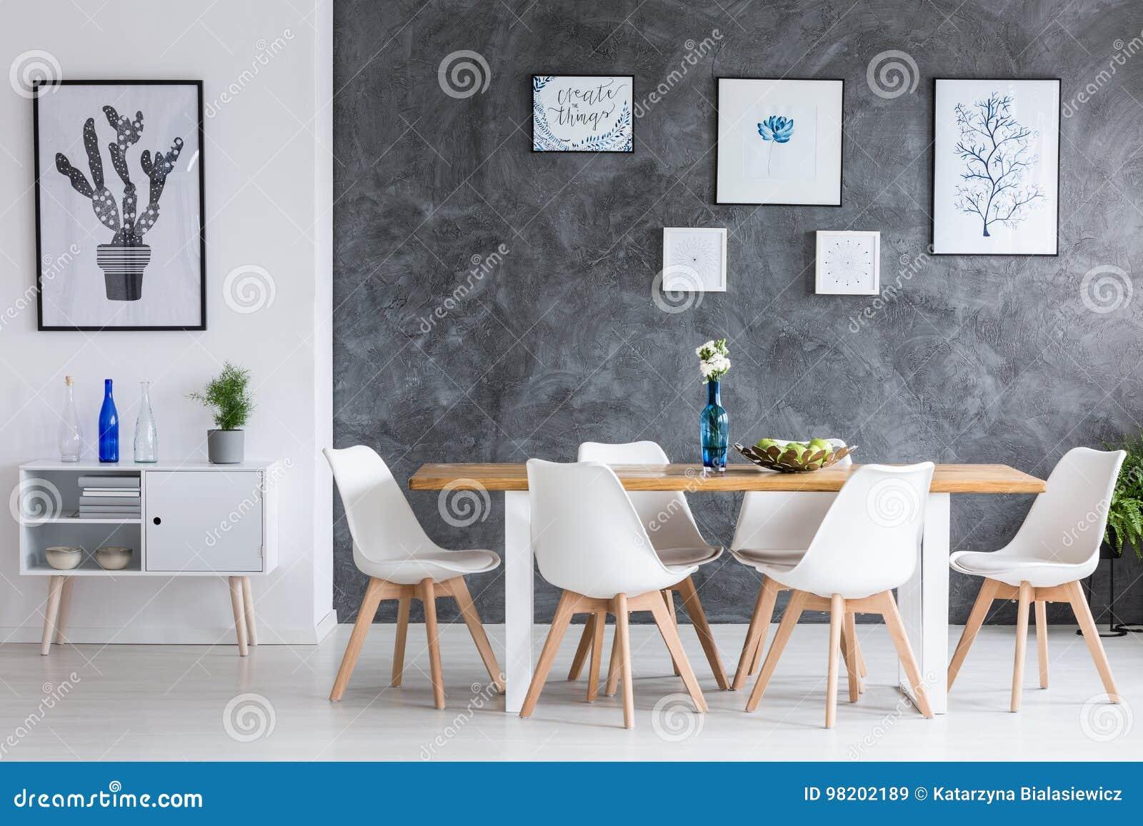 Comedor minimalista imagen de archivo. Imagen de interior - 98202189