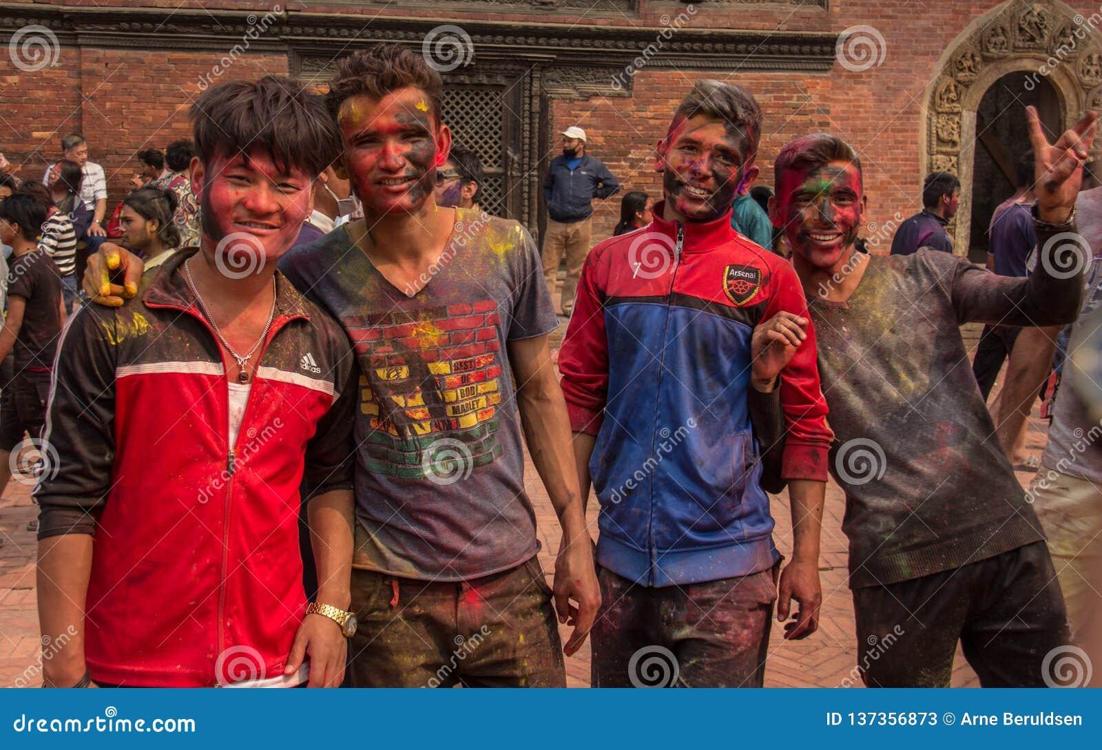 Comemorando Holi em Nepal