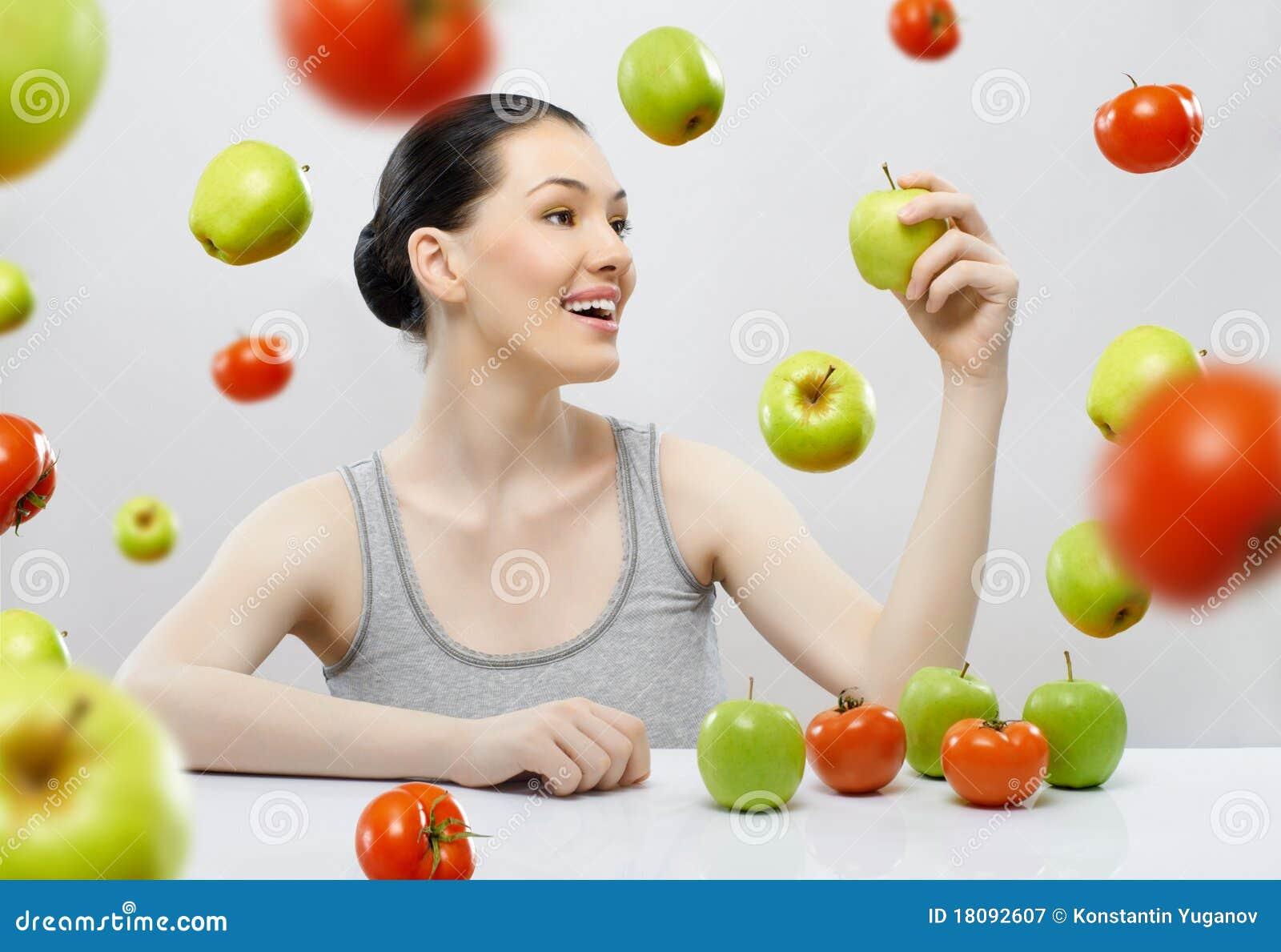 Comendo o alimento da dieta