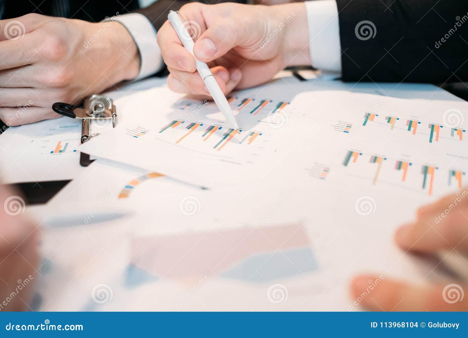 Comentario de los datos del diagrama del documento de discusión del negocio