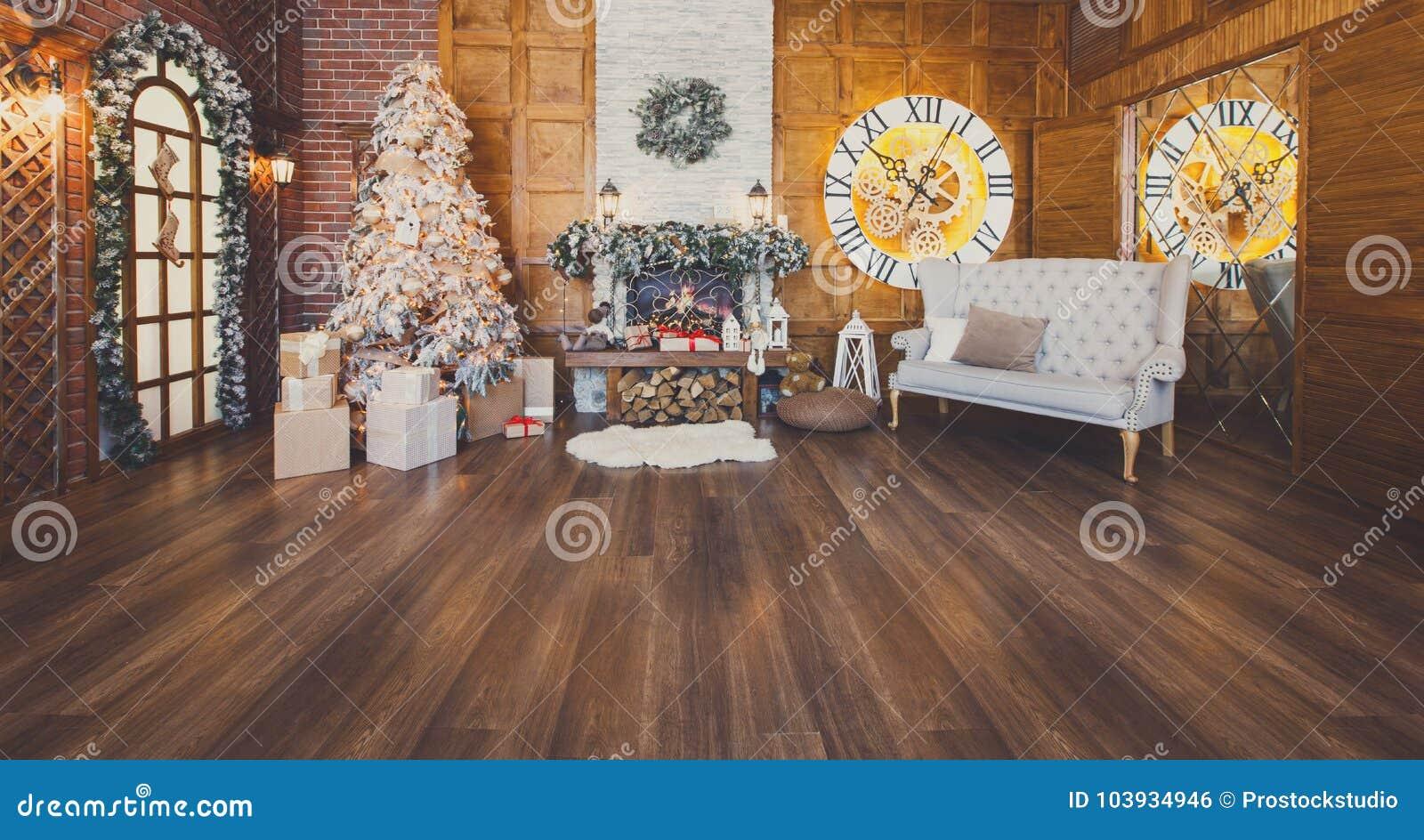 Comfortabel Kerstmisbinnenland met spar en open haard