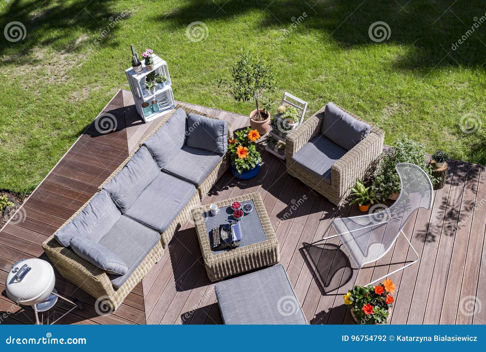 Comfortabel terras van de vogelmening