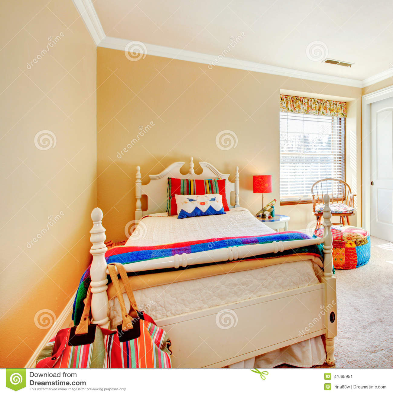 Comfortabele jonge volwassen slaapkamer stock afbeelding beeld 37065951 - Volwassen design slaapkamer ...