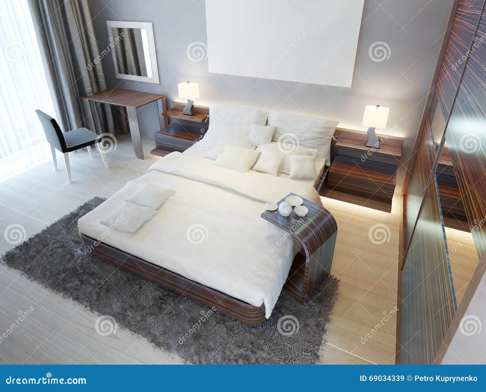 Comfortabele slaapkamer in eigentijdse stijl met bruin meubilair z