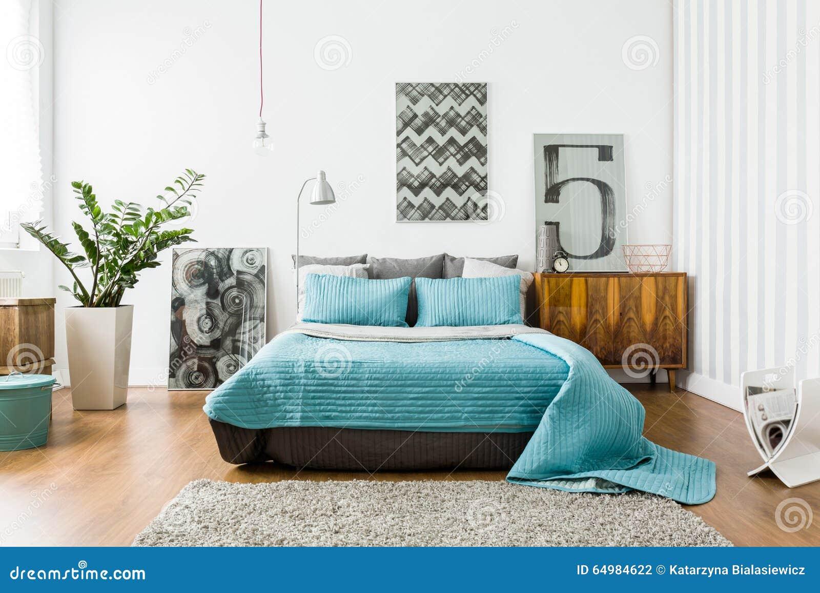 Comfortabele slaapkamer in modern ontwerp stock foto   afbeelding ...