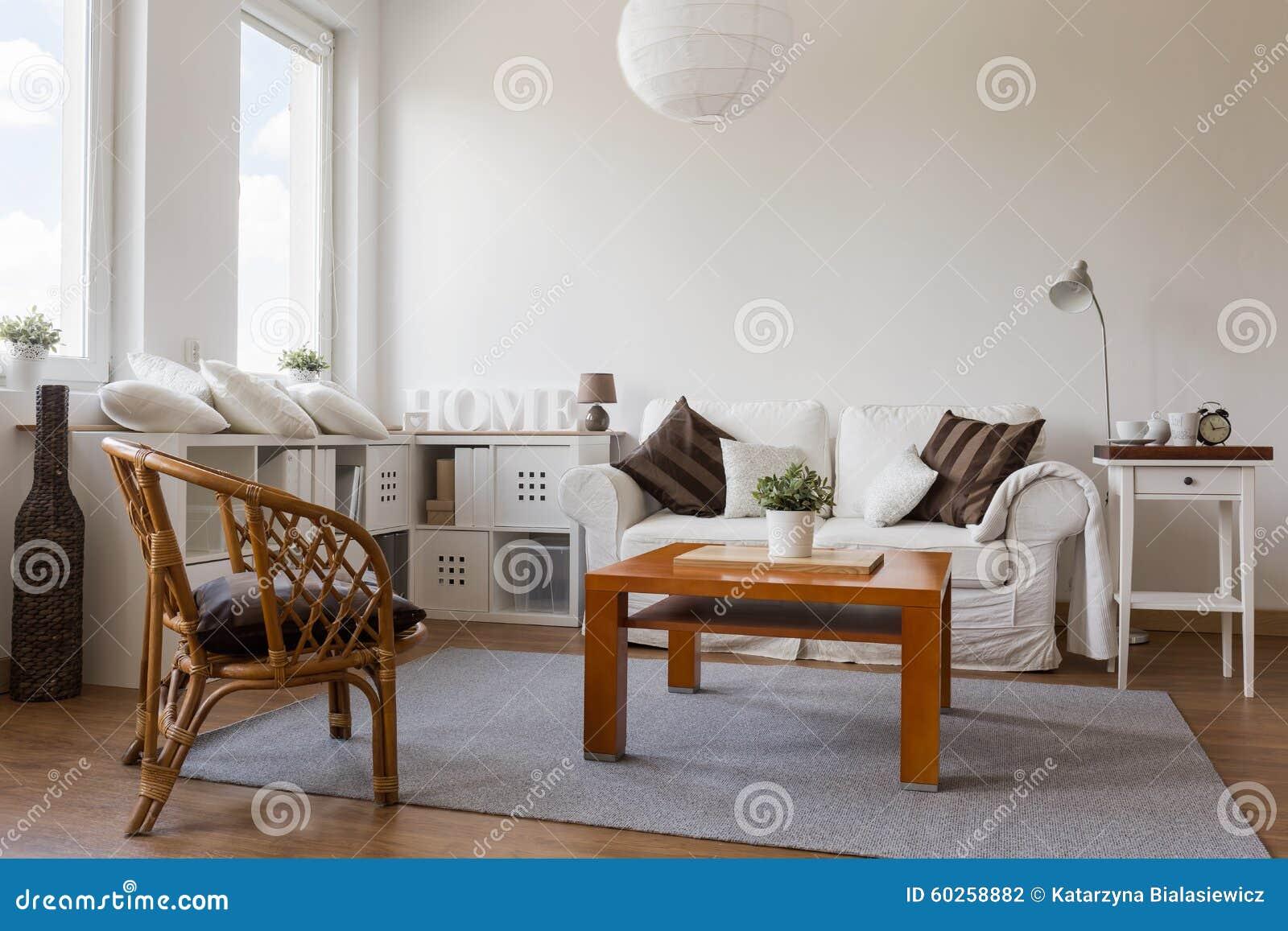 Comfortabele Witte Woonkamer Stock Foto - Afbeelding: 60258882