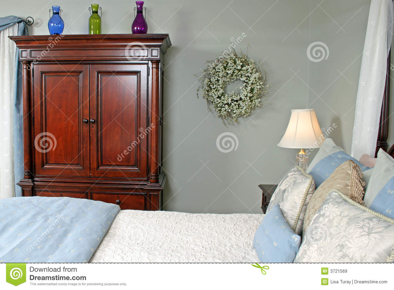 Comfortable bedroom royalty free stock images image 3721569 for Well decorated bedroom