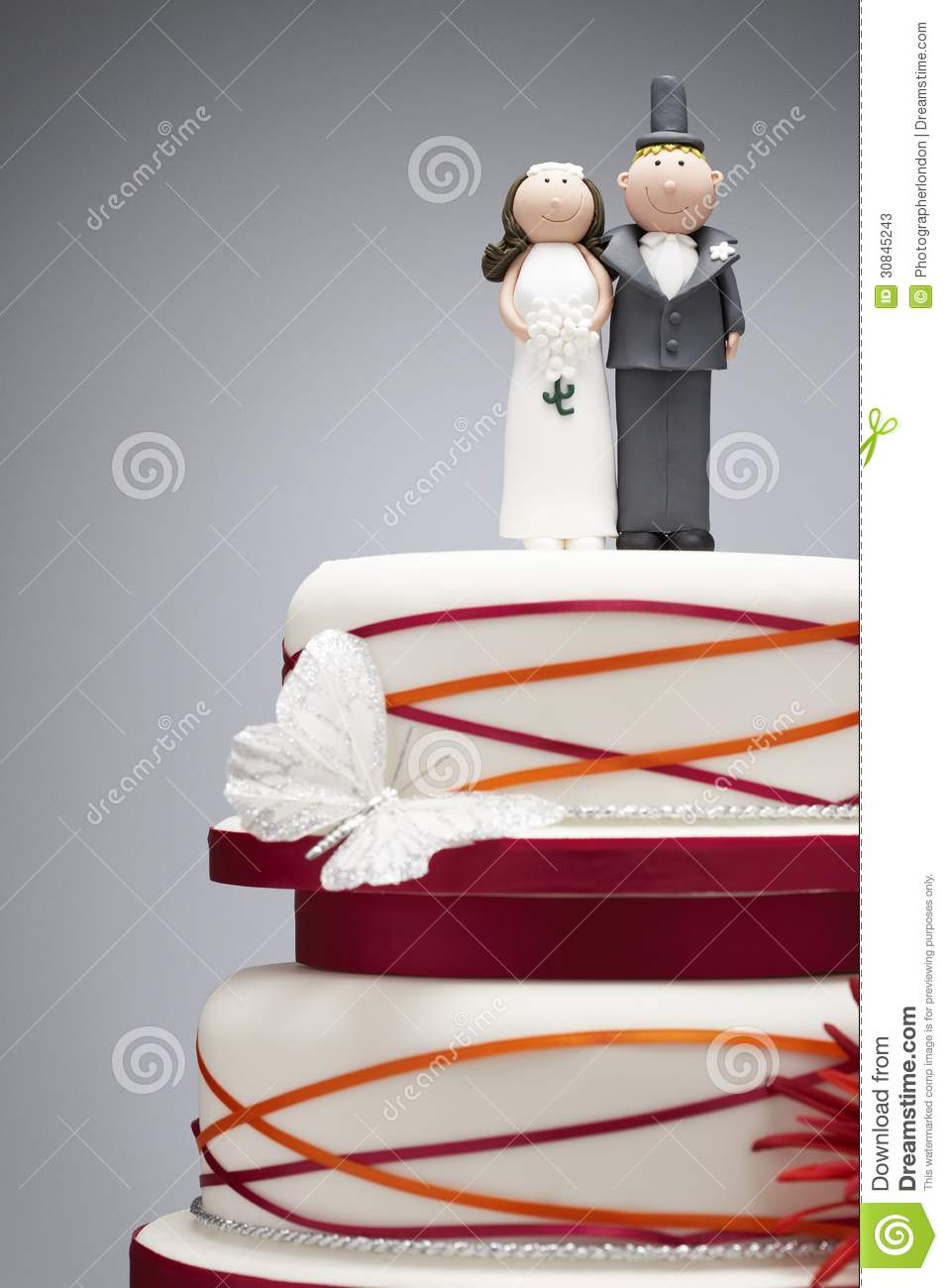 bride and groom figurines for wedding cakes comical and groom figurines on top of wedding cake 12121