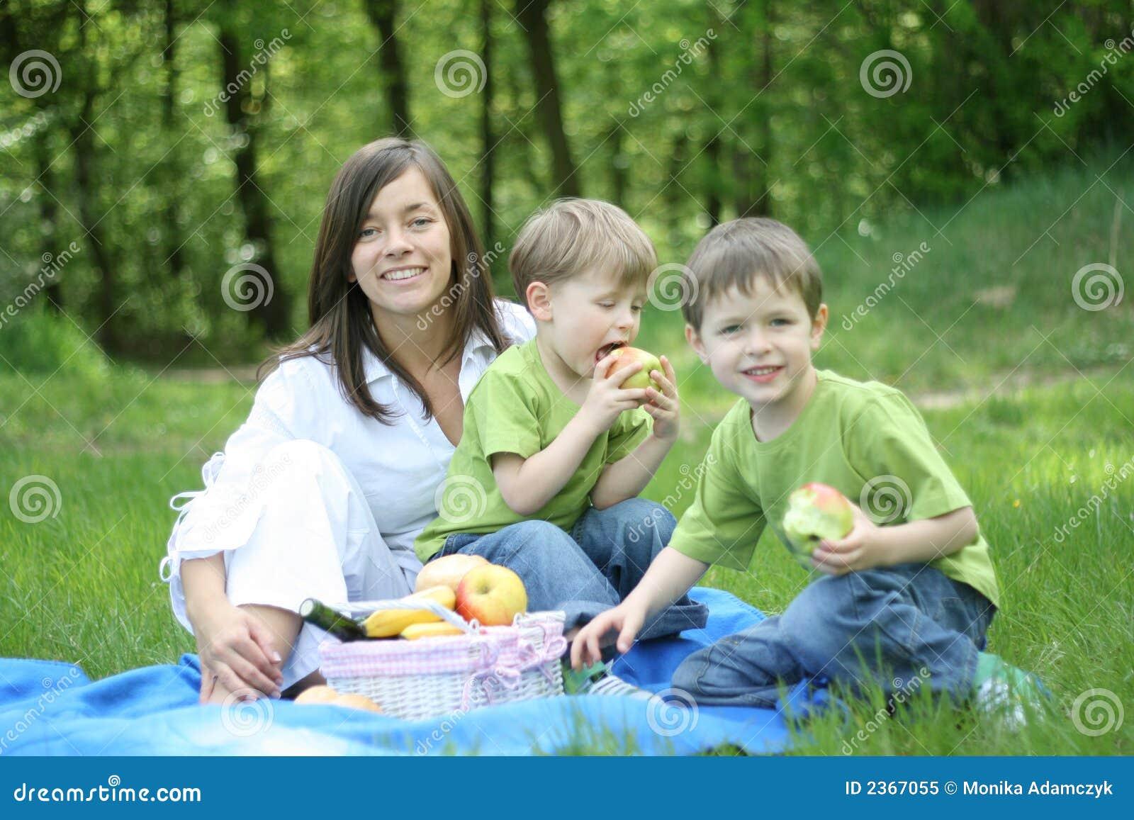 Comida campestre de la familia