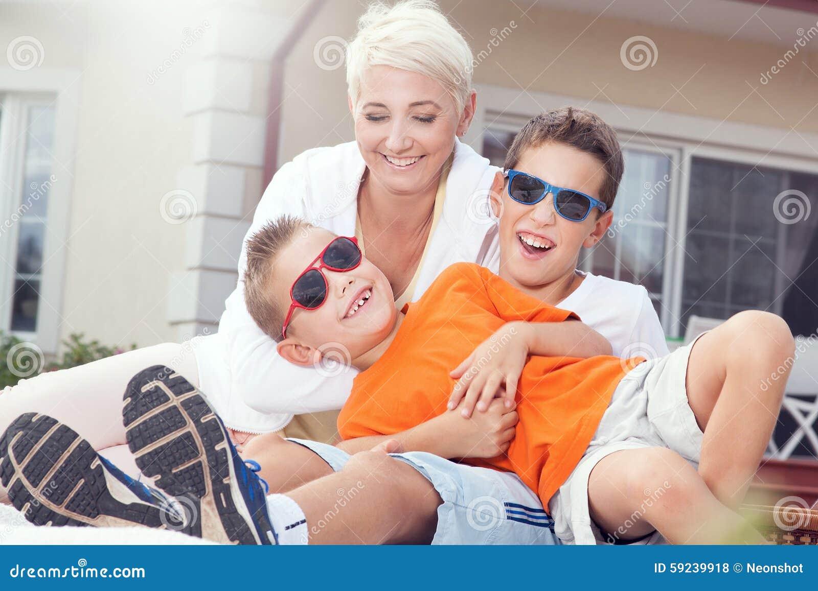 Download Comida Campestre De La Familia Foto de archivo - Imagen de adulto, smiling: 59239918