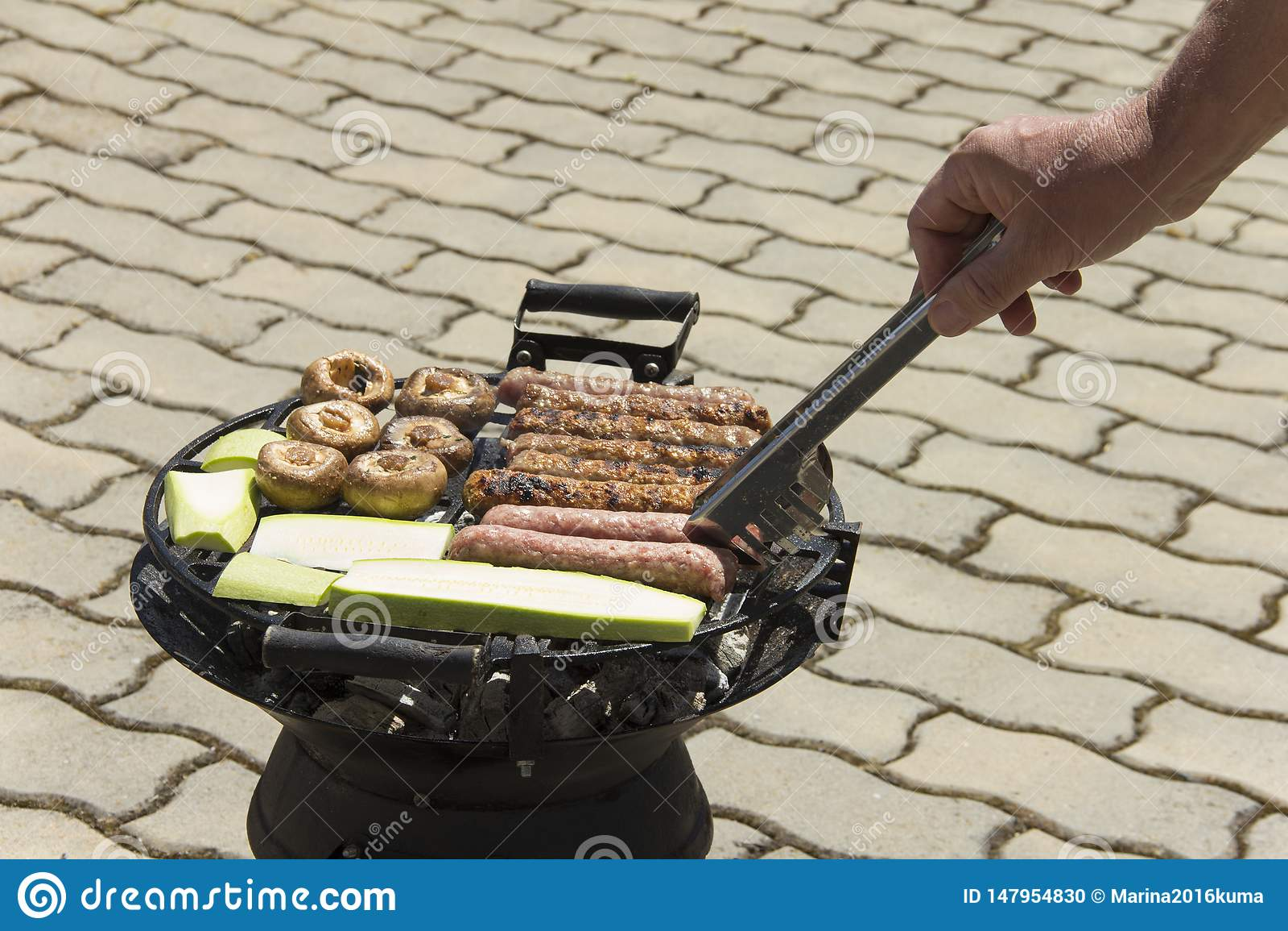 Comida cocinada en la parrilla